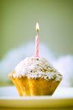 Geburtstagkleiner kuchen Lizenzfreie Stockbilder