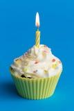 Geburtstagkleiner kuchen Lizenzfreies Stockbild