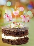 Geburtstagkuchen und -kerze Stockbild