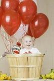 Geburtstags-Junge mit Socken-Affen Lizenzfreies Stockfoto