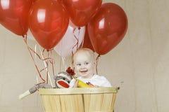 Geburtstags-Junge mit Socken-Affen Lizenzfreie Stockfotos