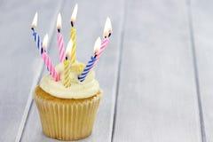 Geburtstags-kleiner Kuchen Stockfoto