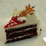 Geburtstags-Kuchen am Kerzen-Licht stockfotos
