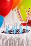 Geburtstags-Kuchen und Dekoration Stockfoto