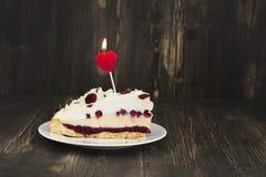 Geburtstags- oder Valentinsgrußtageskuchen Lizenzfreies Stockfoto