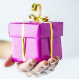 Geburtstags- oder Weihnachtsgeschenkbox Lizenzfreie Stockfotografie