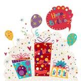 Geburtstagsgrußkarte gemacht von den Geschenken, Ballone Geburtstags-Einladung Zeit, für das schöne, lächelnde junge Afroamerikan Stockfotografie