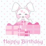 Geburtstagsillustration mit nettem rosa Kaninchen und Geschenken auf Tupfenhintergrund Stockfotos