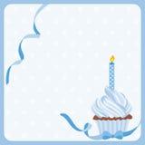 Geburtstagsjungen-Kuchenhintergrund mit einer Kerze lizenzfreie abbildung