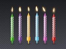 Geburtstagskerze Brennende Kerze des Kerzenlichtgeburtstagsfeierkuchen-Wachses mit Aufflackernfeuer für lokalisierten Satz des Fe stock abbildung