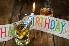 Geburtstagskerze im Whisky Stockfotos