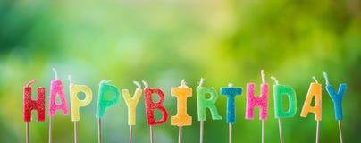 Geburtstagskerzen auf Grün Lizenzfreies Stockfoto