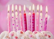 Geburtstagskerzen und -ballone Stockfoto