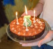 Geburtstagskleiner kuchen mit Kerzen Lizenzfreie Stockfotografie