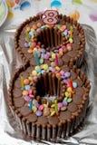 Geburtstagskuchen in Form einer Nr. acht, gemacht vom chocolat Stockfotos