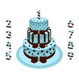 Geburtstagskuchen mit den Kerzen blau für einen Jungen Stockfotografie