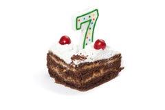 Geburtstagskuchen mit Kerze Nr. sieben Stockbild