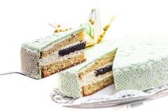 Geburtstagskuchen mit Mohnblume und Fondant schnüren sich Dekoration, Stück des Sahnekuchens, Konditorei, Fotografie für Shop, Sü Stockfoto