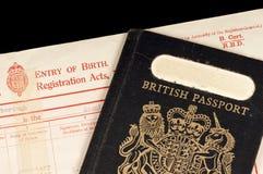 Geburtsurkunde und Pass Lizenzfreies Stockbild