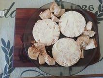 Gebutterte Reiskuchen und -huhn lizenzfreie stockfotografie