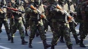 Gecamoufleerde Militairen stock video