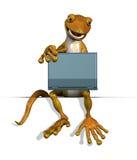 Gecko sur le bord avec l'ordinateur portatif Image stock