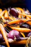 Gedämpfte Karotten und purpurrote Zwiebel Lizenzfreie Stockbilder