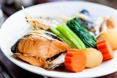 Gedämpfte Lachse in der Sojasoßen-Japanernahrung Lizenzfreie Stockbilder