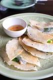 Gedämpfte Reis-Haut-Mehlklöße im knusperigen Reis Lizenzfreies Stockfoto