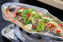 Gedämpfte Rotbarschfische mit Zitrone Stockfotos