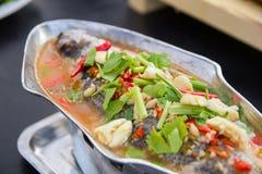 Gedämpfte Rotbarschfische mit Zitrone und würzig Stockfoto