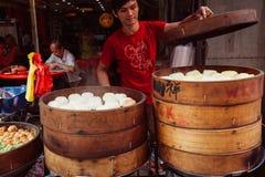 Gedämpfter Brötchenlebensmittelstall in Chinatown, Kuala Lumpur, Malaysia stockbild
