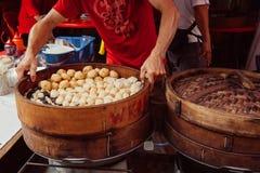 Gedämpfter Brötchenlebensmittelstall in Chinatown, Kuala Lumpur, Malaysia lizenzfreie stockfotos