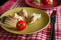 Gedämpftes chinesisches jiaozi mit Tomate Lizenzfreies Stockbild