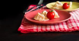 Gedämpftes chinesisches jiaozi mit Tomate Stockbilder