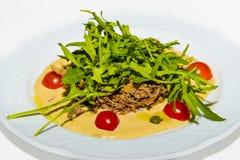 Gedämpftes Fleisch, Arugula und Gemüse Stockbild