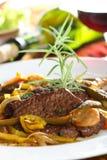 Gedämpftes Rindfleisch im Wein Lizenzfreies Stockfoto