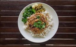 Gedämpftes Schweinefleischbein auf Reis version4 Stockbild