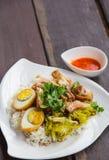 Gedämpftes Schweinefleischfahrwerkbein auf Reis Lizenzfreies Stockbild