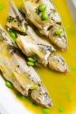 Gedünstete Fische mit Bohnen Stockfotos