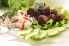 Gedünstete Fleischklöschen mit Reis Stockbild