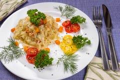 Gedünsteter Kohl mit Karotten Lizenzfreie Stockfotos