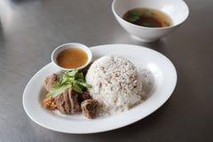 Gedünsteter Schweinefleisch-Reis lizenzfreies stockbild