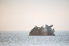 Gedaald schip op zee in de loop van de dag Royalty-vrije Stock Foto's