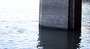 Gedaalde Concrete Pijler Royalty-vrije Stock Afbeeldingen