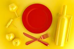Gedeck mit leerer roter Platten-, Glas- und Weinflasche Oberseite V Lizenzfreies Stockfoto