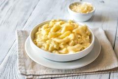 Gedeelte van macaroni en kaas royalty-vrije stock afbeelding