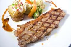 Gedeelte van middelgroot zeldzaam haasbiefstuklapje vlees Royalty-vrije Stock Foto