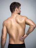 Gedeeltelijk desaturated beeld van gespannen mannelijke rug stock afbeelding