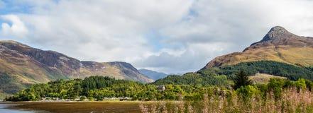 Gedeeltelijk panorama van Glencoe, in de hooglanden van Schotland Stock Afbeelding